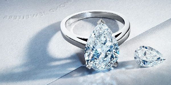 pear shape diamond rings
